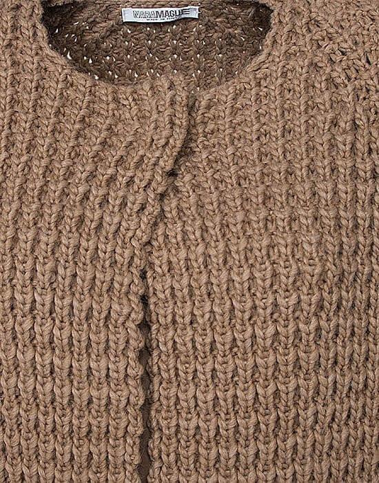 [el]Γυναικεία πλεκτή μακρυά ζακέτα λεπτομέρειες[en]Women's knitted long cardigan details