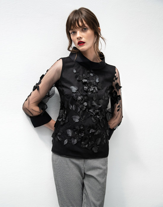 [el]Κεντητή τούλινη μπλούζα[en]Embroidered tulle blouse